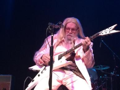 DAC-white-suit-and-guitar (davidallancoe.com)