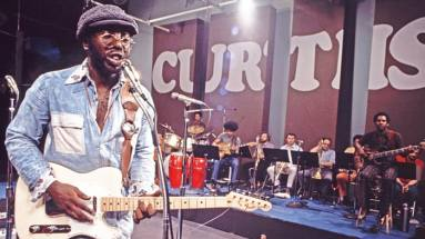 Curtis-Mayfield-live-color (rollingstone.com)