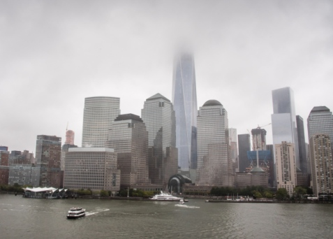 battery-park-and-the-new-freedom-tower-hidden-in-the-clouds-new-york-new-york-usa (richedwardsimagery.wordpress.com)