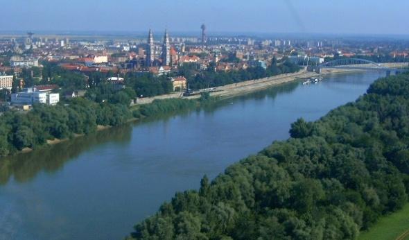 Tisza River (en.wikipedia.org : Váradi Zsolt)